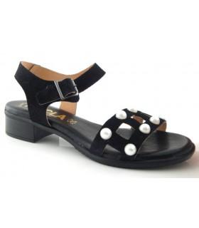 Sandalia negra con perlas en la pala