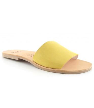 Sandalia plana con tira mostaza
