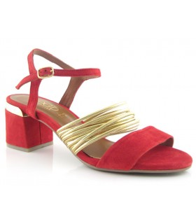 Sandalia con adorno metalizado color rojo