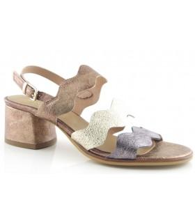 Sandalias de tacón bajo con tiras onduladas en color metalizado