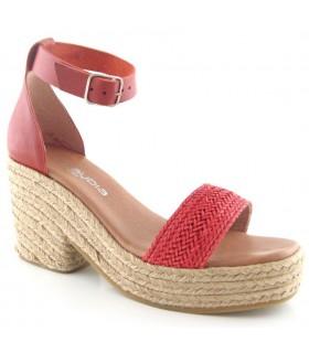 Sandalia alta con cuña de rafia en color rojo