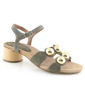 Sandalias con adornos en semiesfera en color verde