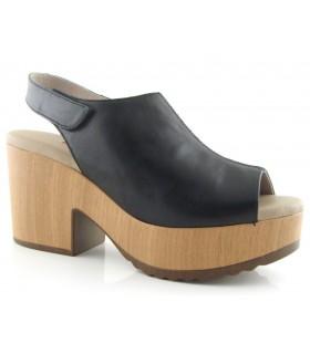 Sandalia de cuña alta en color negro