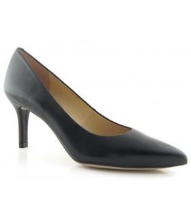 Zapato color negro corte clásico
