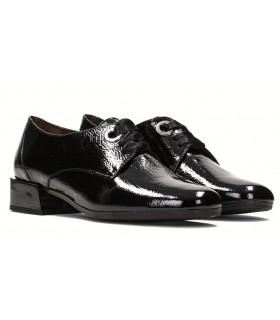 Zapato de cordones en charol negro
