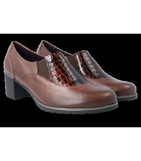 Zapato con elásticos laterales en color marrón