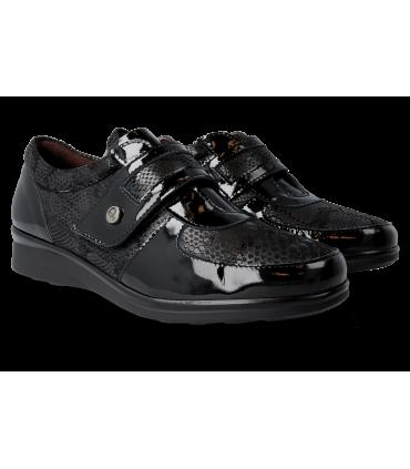 Zapato con velcro en color negro