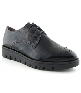 Zapatos de cordones en charol negro