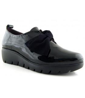 Zapatos de charol con lazo