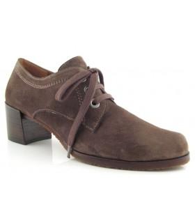 Zapatos de cordones en serraje castaño