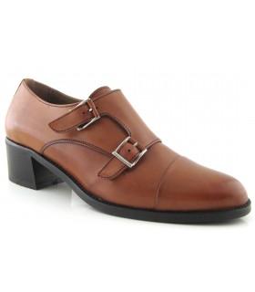 Zapatos con dos hebillas en color cuero