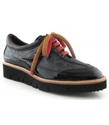Zapato con cordones combinados