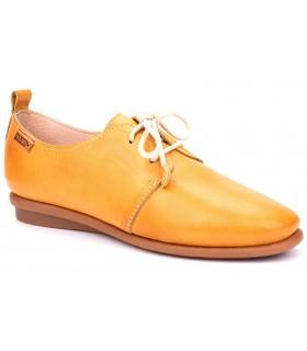 Zapato de piel en color mostaza