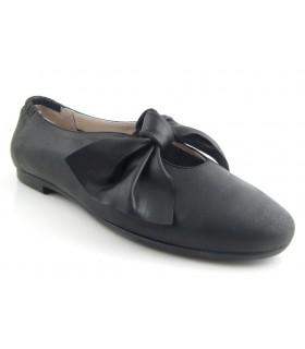 Zapato con lazo en color negro