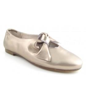 Zapato con lazo en metalizado bronce