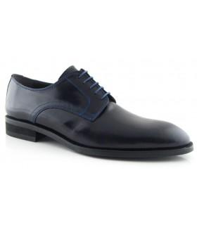 Zapato negro con pespuntes azules