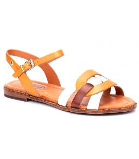 Sandalia de color mostaza fabricada en piel