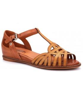 Sandalia de piel en color mostaza