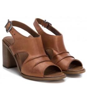 Sandalia de tacón fabricada en piel