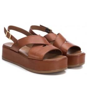Sandalia en color cuero con plataforma