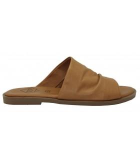 Sandalia plana en piel cuero