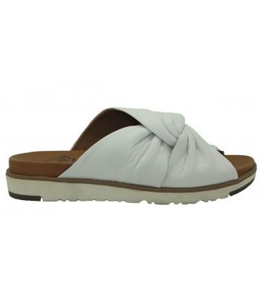 Sandalia plana de color blanco
