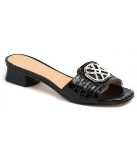 Sandalia con adornos color negro