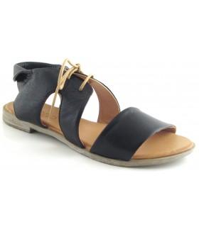Sandalia negra fabricada en piel