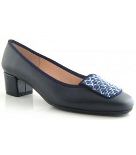 Zapato con adorno en color azul marino