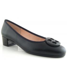 Zapato con adorno en piel negra