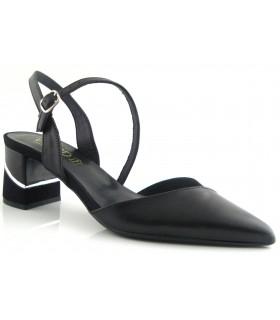 Zapatos de color negro con puntera fina