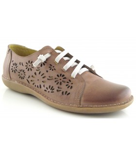 Zapato de cordones con el corte calado
