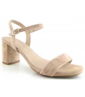 Sandalia de color beige fabricada en serraje