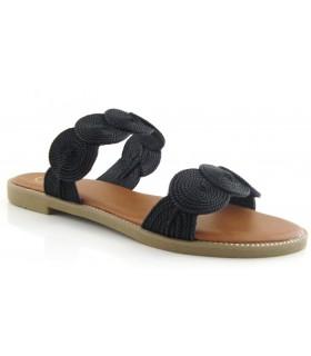 Sandalia de color negro con círculos