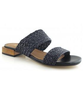 Sandalia trenzada de color negro
