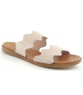 Sandalia de color arena con el corte ondulado