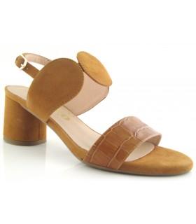Sandalia de tacón en color camel