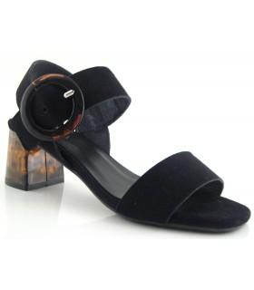 Sandalia negra con hebilla circular