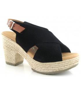 Sandalia de color negro con tiras cruzadas