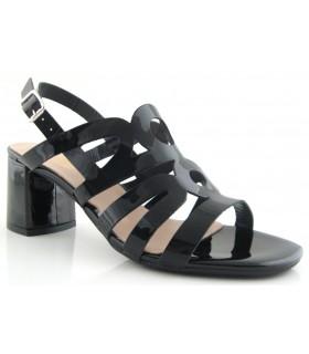 Sandalia de charol negro