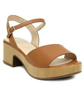 Sandalia con plataforma en color cuero