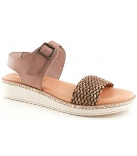 Sandalia plana de color taupe