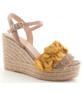 Sandalia de cuña de color lima