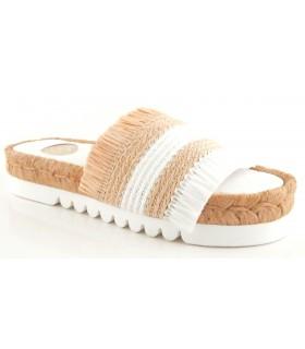 Sandalia de color blanco con plataforma