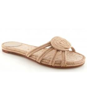 Sandalia plana de color tierra