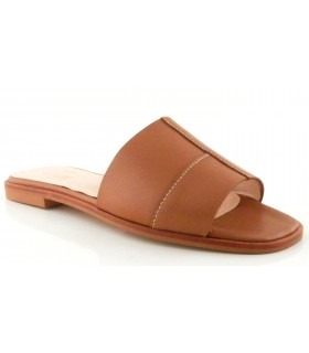 Sandalia plana en color cuero