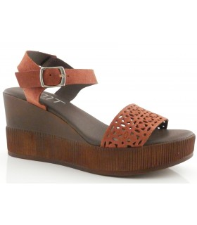 Sandalia de plataforma en color brandy