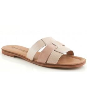 Sandalia plana de color arena