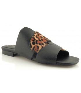 Sandalia para mujer en negro y leopardo