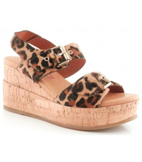 Sandalia con hebillas en pelo leopardo